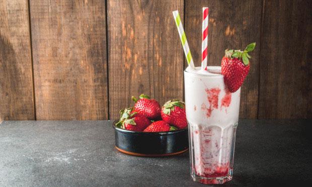 草莓摇摇奶昔